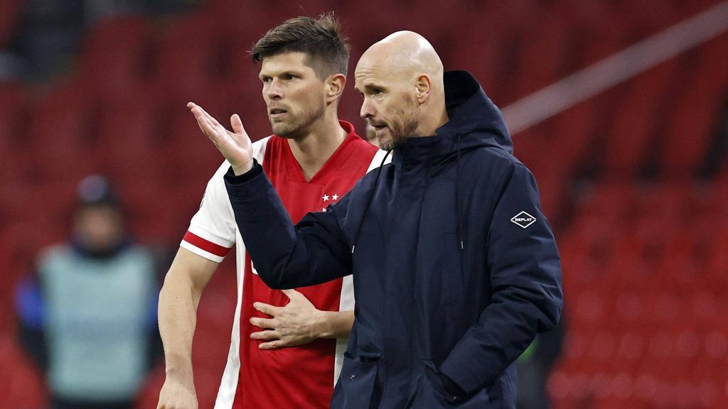 Ajax-Coach Erik ten Hag (r.) hofft ebenfalls auf den Klassenerhalt des FC Schalke 04