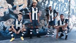Jugadores del Alianza Lima con la camiseta de la nueva temporada.