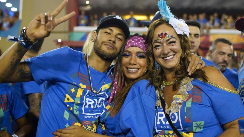 Neymar (l.) bei der Karnevals-Parade im Sambodrom