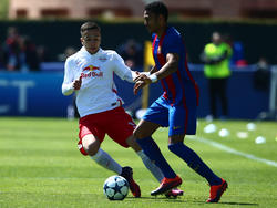 Mboula en un duelo de la UEFA Youth League con el filial culé. (Foto: Getty)