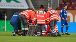 Mark Uth vom FC Schalke 04 wurde minutenlang behandelt