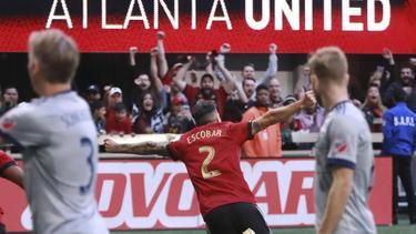 Franco Escobar (M.) jubelt nach seinem Treffer für Atlanta