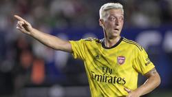 Färbte sich die Haare wegen einer verlorenen Wette: Mesut Özil beim Spiel gegen den FC Bayern