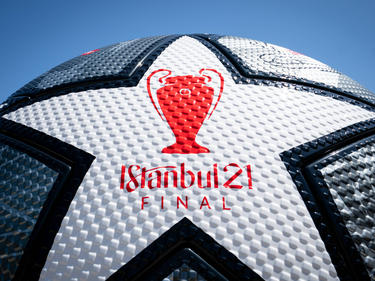 Zwei Jahre später als geplant rollt in Istanbul der Ball