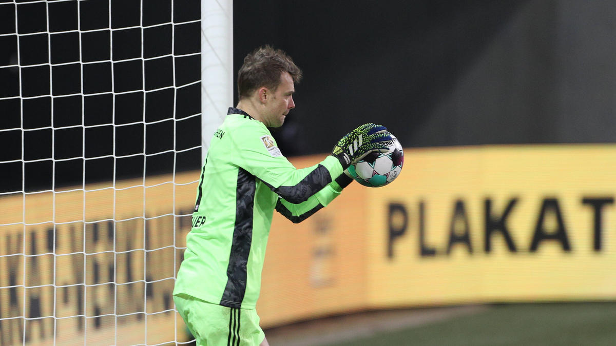 Manuel Neuer kassierte mit etwas Glück kein Gegentor gegen den FC Augsburg