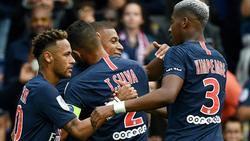 Los jugadores del PSG felicitan a Mbappé por su gol. (Foto: Imago)