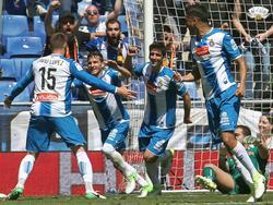 David López y Piatti celebran un tanto a la izquierda de la imagen. (Foto: Getty)