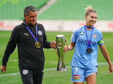 Trainer Rado Vidošić mit Kapitänin Stephanie Katley