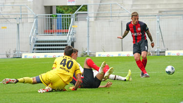 Philipp Dietz (r.) traf für Wehen Wiesbaden dreifach
