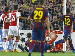 Anwar El Ghazi (#21) scoort de 2-1 tijdens het Champions League-duel FC Barcelona - Ajax. (21-10-2014)