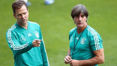 Löw und Bierhoff gratulieren der U21 zum EM-Finaleinzug
