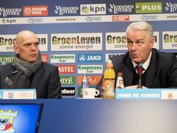 Jurgen Streppel (l.) en Hans de Koning (r.) blikken op de persconferentie terug op sc Heerenveen - Go Ahead Eagles. (03-03-2017)