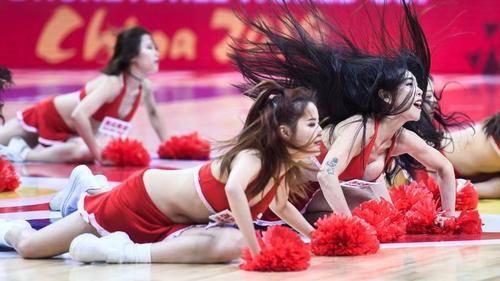 Bei der WM in China werden auch Cheerleader aufgeboten. Der Gastgeber hat allerdings die erste Niederlage kassiert