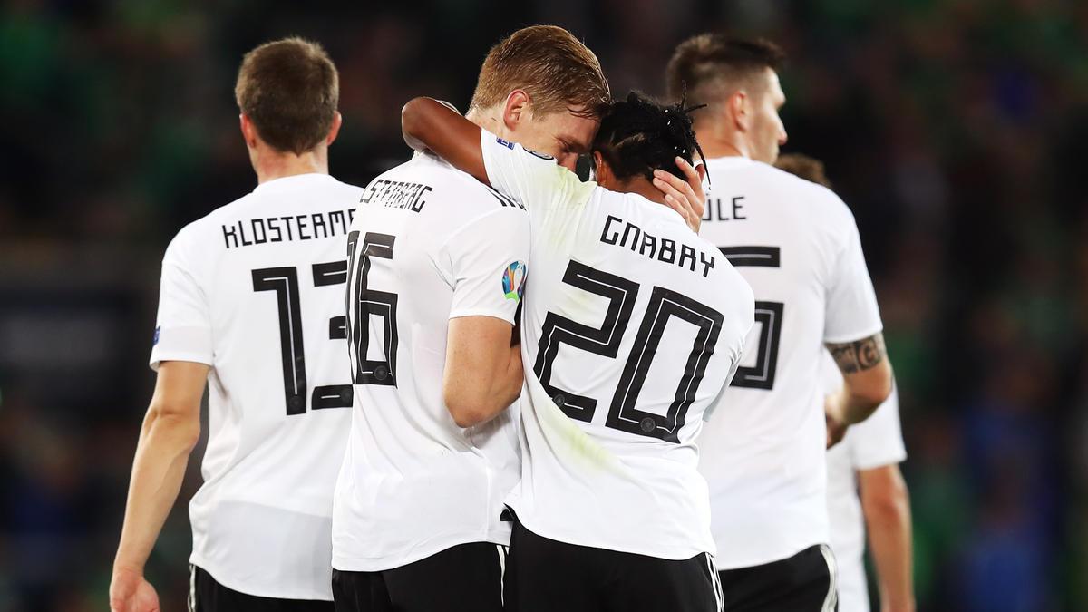In der Nationalmannschaft Kollegen, in der Bundesliga Konkurrenten: Marcel Halstenberg und Serge Gnabry