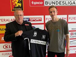 Admira Sportdirektor Franz Wohlfahrt mit Neuzugang Maximilian Breunig