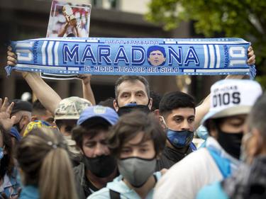 Am Tag nach Diego Maradonas Tod nahmen in Buenos Aires die Massen vom Fußballidol Abschied