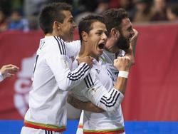 Javier Hernandez (M.) trifft gegen Kanada zum 1:0