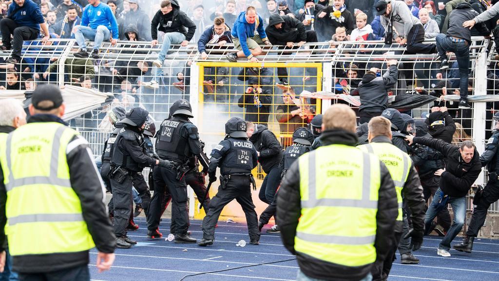 Krawalle überschatten Partie zwischen Carl Zeiss Jena und Hansa Rostock