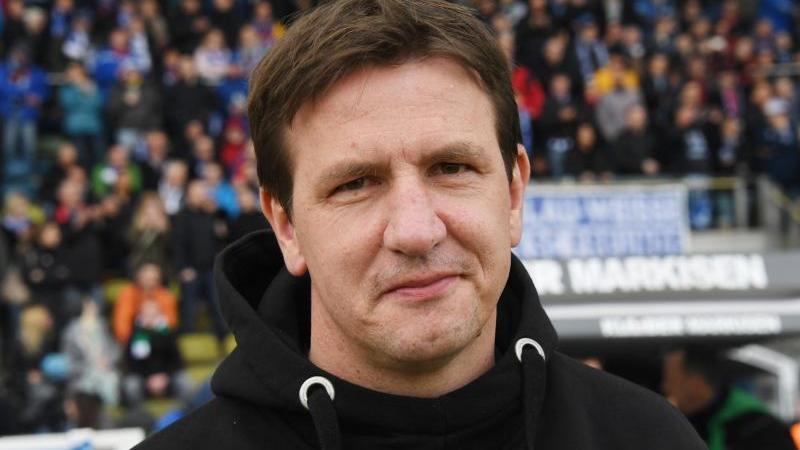 Hat mit dem FC Barnsley den Aufstieg in die zweite englische Liga geschafft: Trainer Daniel Stendel
