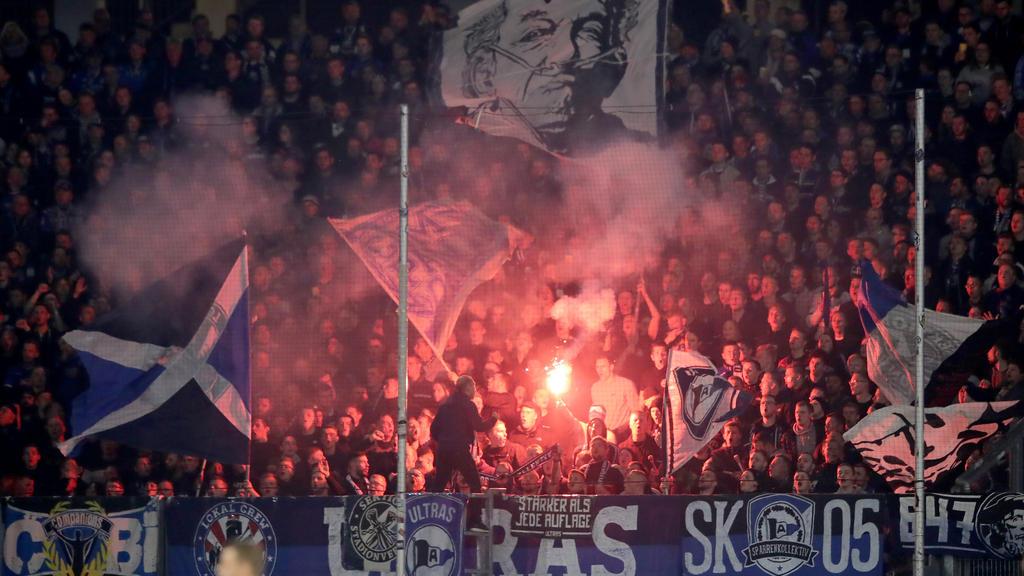 Die Bielefelder Ultras haben in Duisburg 55 pyrotechnische Gegenstände gezündet