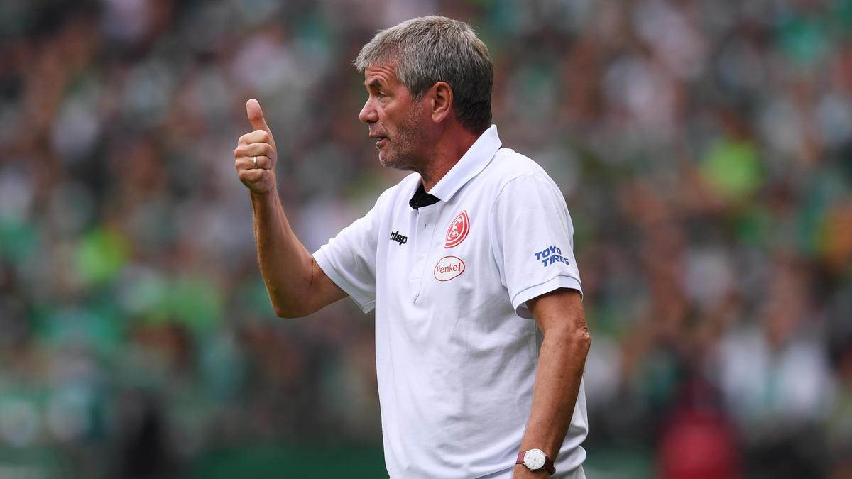 Kein bisschen müde: Düsseldorfs Trainer Friedhelm Funkel