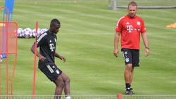 Tanguy Nianzou (li.) wird dem FC Bayern vorerst fehlen