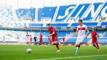 Mert Müldür (r.) steht angeblich im Fokus des FC Bayern