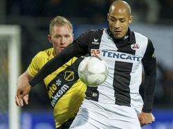 Berry Powel (r.) in duel met Henrico Drost (l.) tijdens Heracles Almelo - NAC Breda. (1-2-2014)