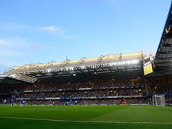 Een blik in het volle Stamford Bridge tijdens Chelsea-QPR in de Premier League. (01-11-14)