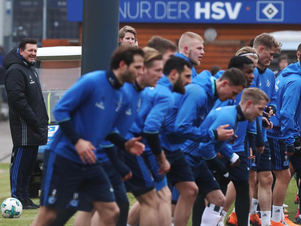 Christian Titz (l.) gibt seinen Spielern vor der Hertha-Partie eine neue Chance