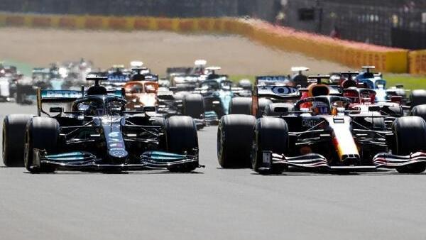 Lewis Hamilton und Max Verstappen lieferten sich ein beinhartes Duell