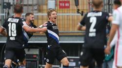 Bielefelds Joan Simun Edmundsson (M.) erzielte als erster Färinger einen Treffer in der Bundesliga