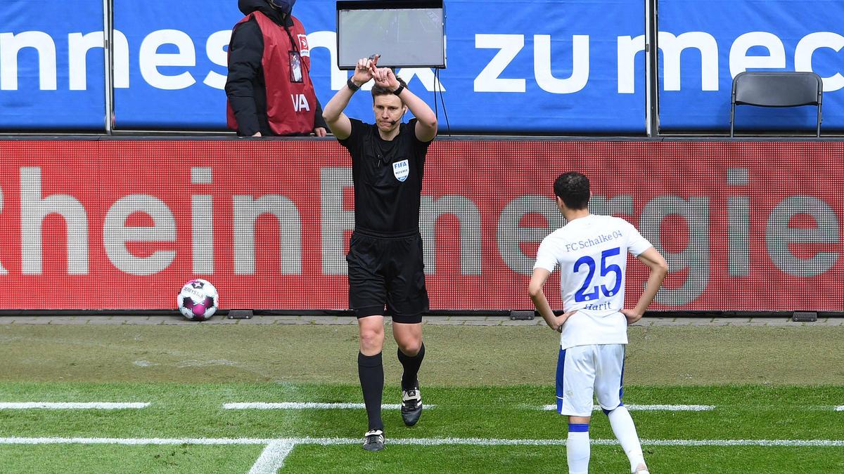 Der erste Treffer des 1. FC Köln gegen den FC Schalke wurde aberkannt