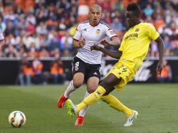 Feghouli mit dem Offensivpressing gegen Bailly