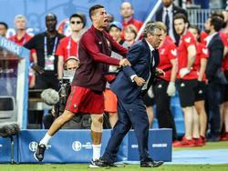 Ronaldo ocupó el área técnica lesionado junto al seleccionador en los minutos finales. (Foto: Imago)