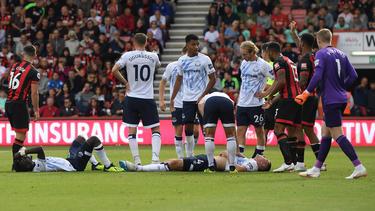 Keane y Gueye después del golpe en el suelo. (Foto: Getty)