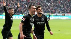 Goncalo Paciencia (r.) könnte für Eintracht Frankfurt starten