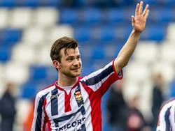 Invaller Erik Falkenburg zorgt ervoor dat Willem II een punt overhoudt aan het duel met AZ door in de blessuretijd de 1-1 te maken. (19-02-2017)