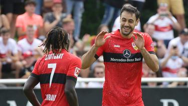 Hamadi Al Ghaddioui (r) erzielte alle drei Tore für den VfB Stuttgart