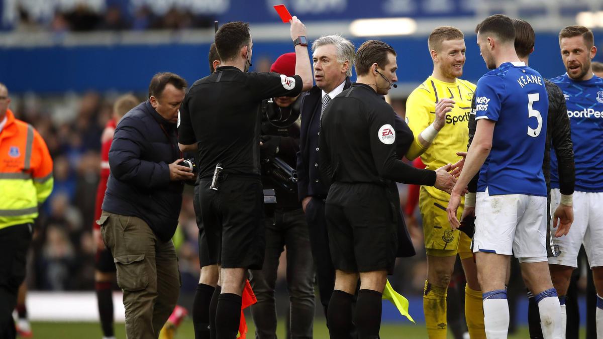 Carlo Ancelotti ist nach seiner Roten Karte mit einer Geldstrafe belegt worden