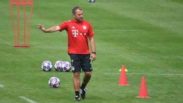 Hansi Flick muss Benjamin Pavard beim FC Bayern ersetzen
