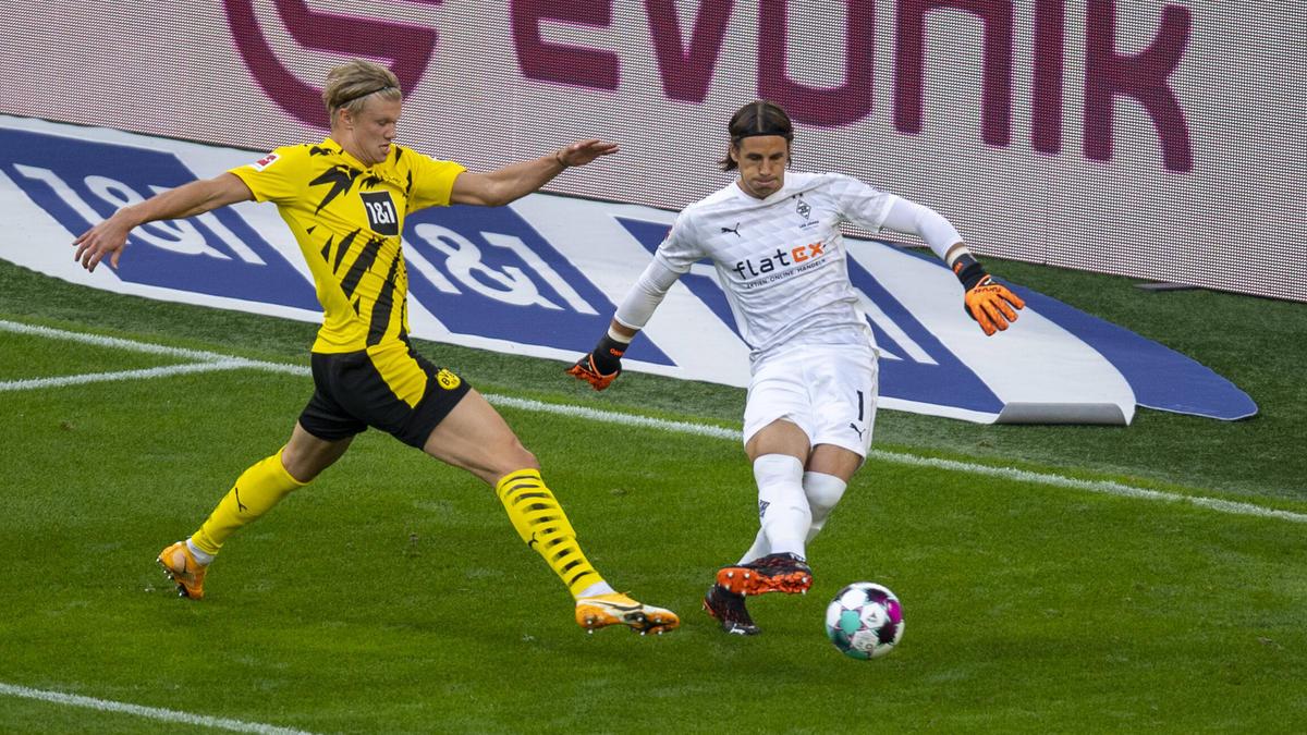 Erling Haaland (l.) gelangen zwei Tore für den BVB gegen Gladbach