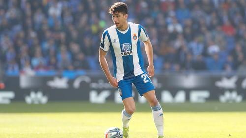 Der FCBayern hat den spanischen Mittelfeldspieler Marc Roca verpflichtet