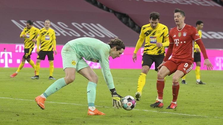 Mann des Abends beim FC Bayern: Robert Lewandowski (r.)