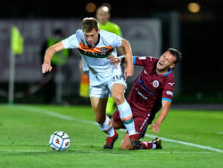 Michael Svoboda (l.) kickt künftig in der Serie A