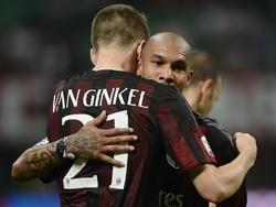 Marco van Ginkel (l.) en Nigel de Jong zoeken elkaar op na de wedstrijd AC Milan - AS Roma. Van Ginkel was beslissend met zijn eerste doelpunt in Italië. (09-05-2015)