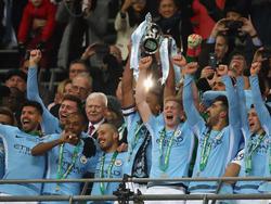 Die City-Spieler feiern den League-Cup-Sieg