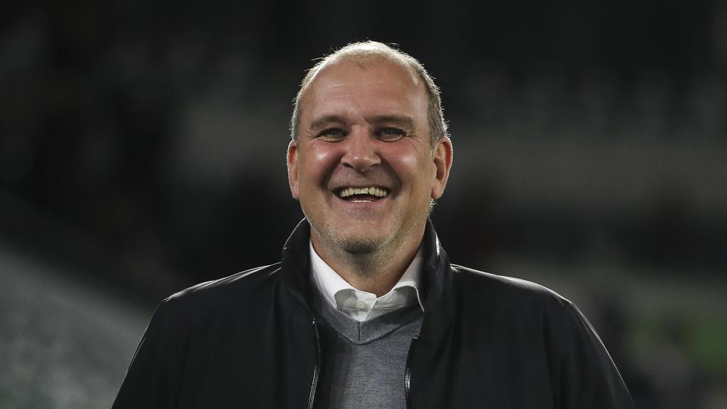 Jörg Schmadtke hört vielleicht mit dem Rauchen auf - je nach Ausgang der Wette mit Wout Weghorst