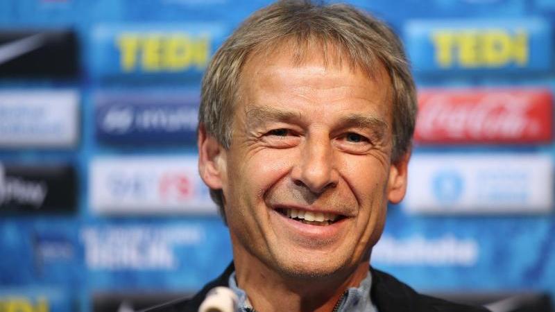 Machte schon privat mit Eintracht-Coach Adi Hütter Bekanntschaft: Hertha-Trainer Jürgen Klinsmann
