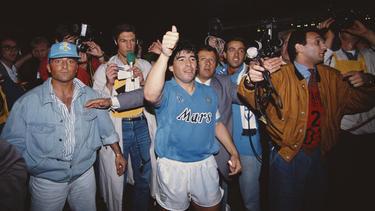 Maradona en la final de la UEFA contra el Stuttgart del año 1989.